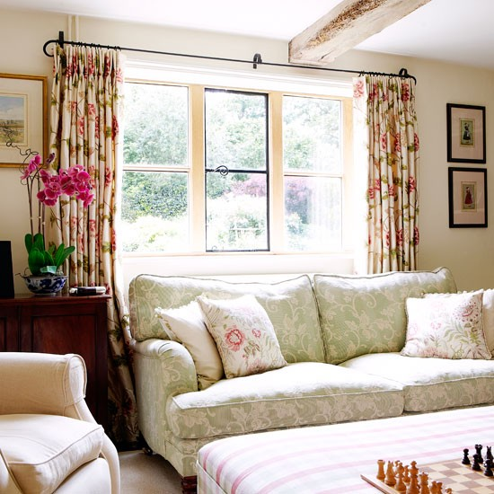 Raspberry-and-green-living-room--Country-Homes-and-Interiors--Housetohome_co_uk