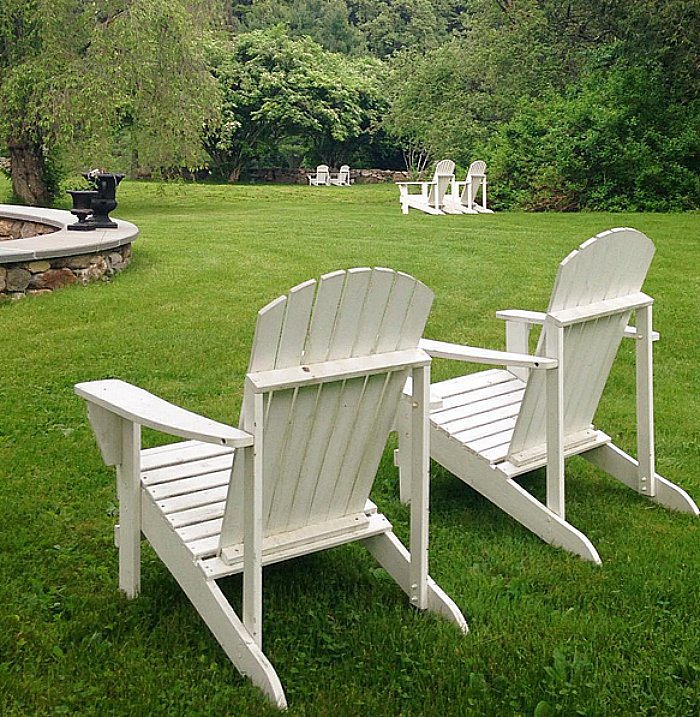 Jessika Goranson Lewand lawn with white chairs